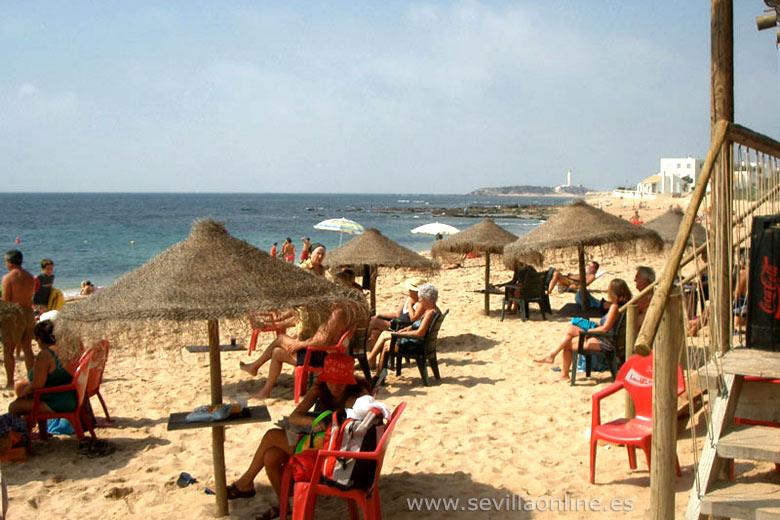 """Ein """"Chiringuito"""" (Strand-Bar) auf der Strand von Los Caños de Meca, Costa de la Luz"""