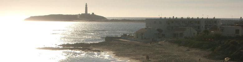Vista sul 'Faro de Trafalgar' spiaggia di Los Caños de Meca - Costa de la Luz in Cadice, Spagna.