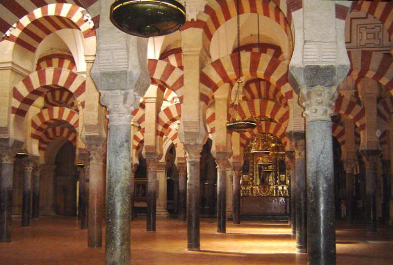 The forest of columns and arches inside the Mezquita, Cordoba - Andalusien, Spanien