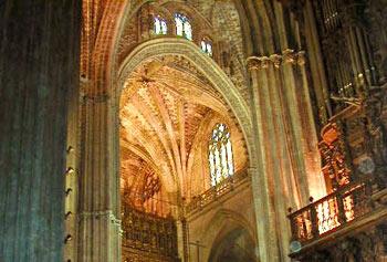 Die kathedrale von sevilla spanien sevilla online es auf for Interior auf deutsch
