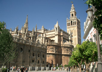 http://www.sevillaonline.es/images/sevilla/monuments/catedral/catedral_giralda340.jpg